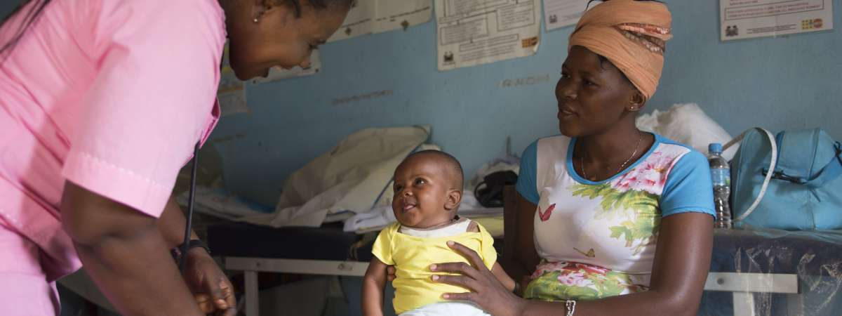 Mum Tenneh with her baby in a health clinic in Sierra Leone