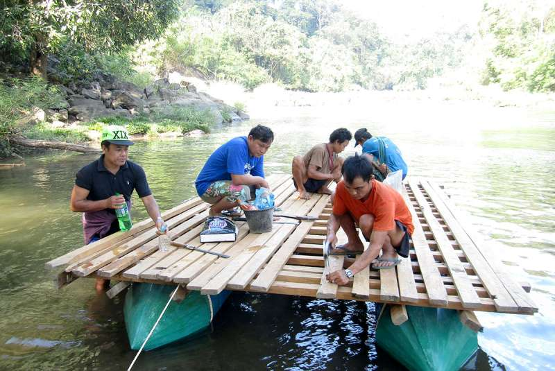 Myanmar community build a raft as part of the SEPS project