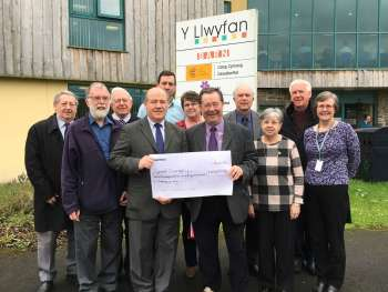 Baptists of Wales and Christian Aid team with fundraising cheque